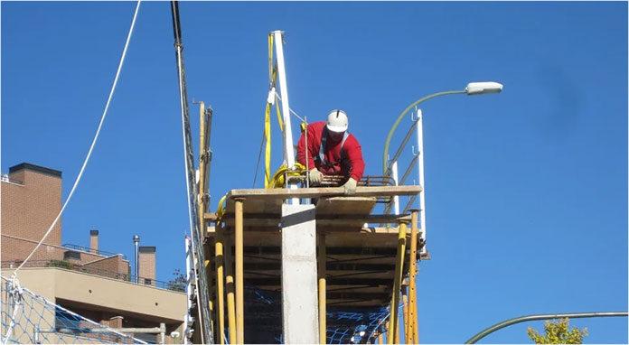 Praca na dachu. Jak uniknąć ryzyka?