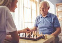 Na czym polega fachowa opieka osób starszych